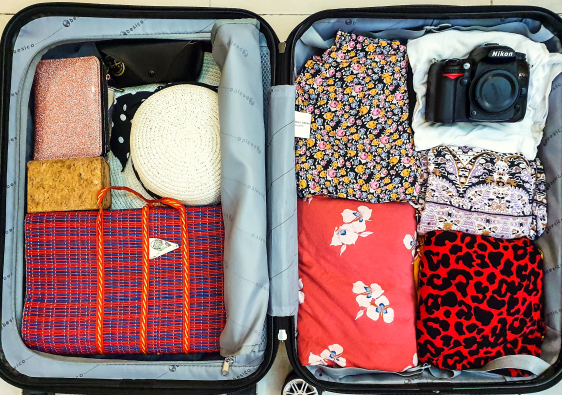 Features image for the 6 tips for packing the perfect holiday bag